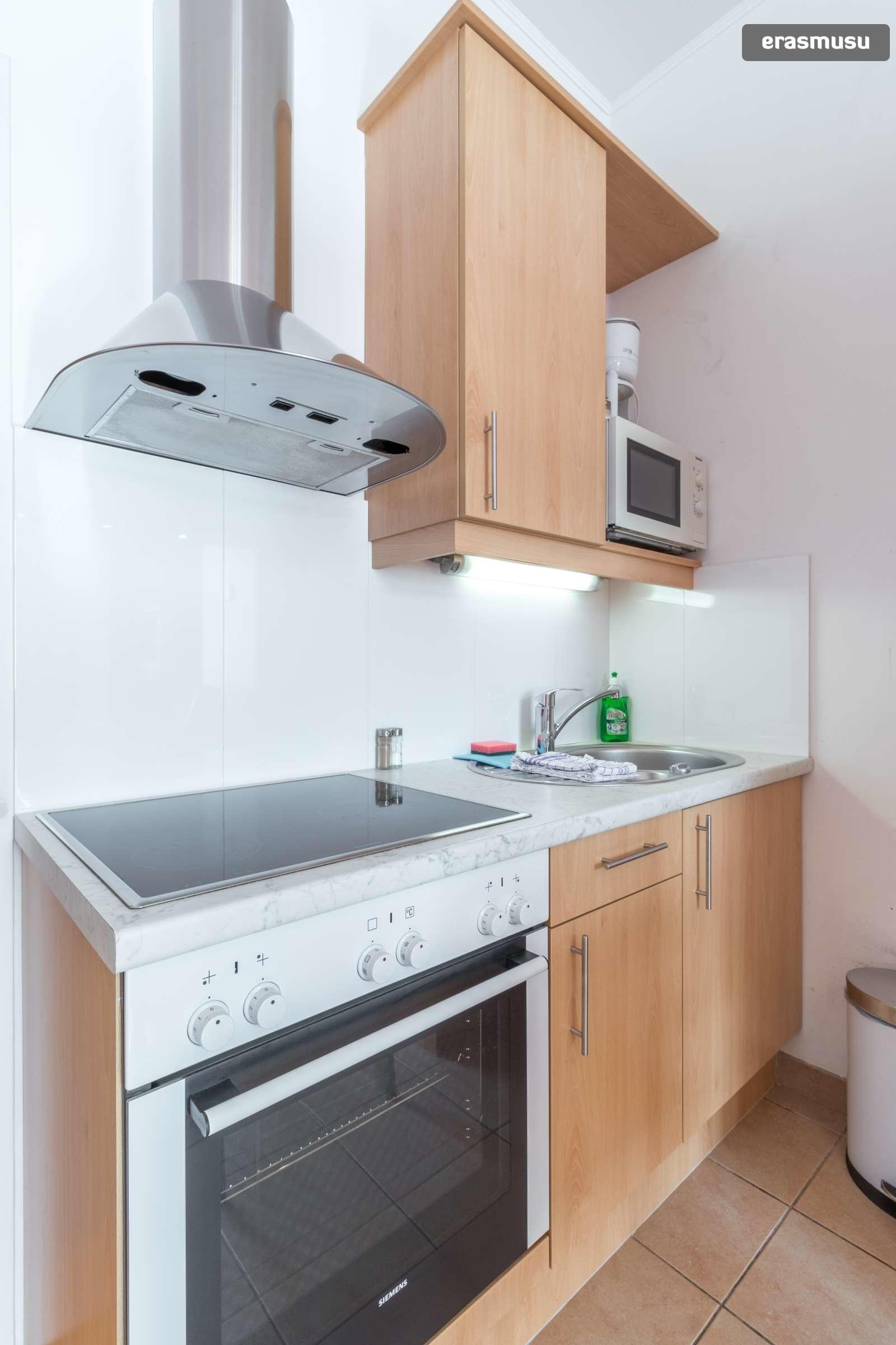 sunny-studio-apartment-rent-near-bohemian-prater-favoriten-0e6e1