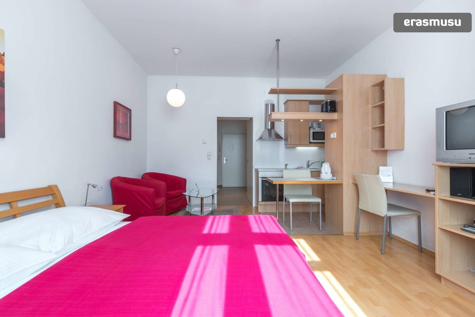 sunny-studio-apartment-rent-near-bohemian-prater-favoriten-36ef3