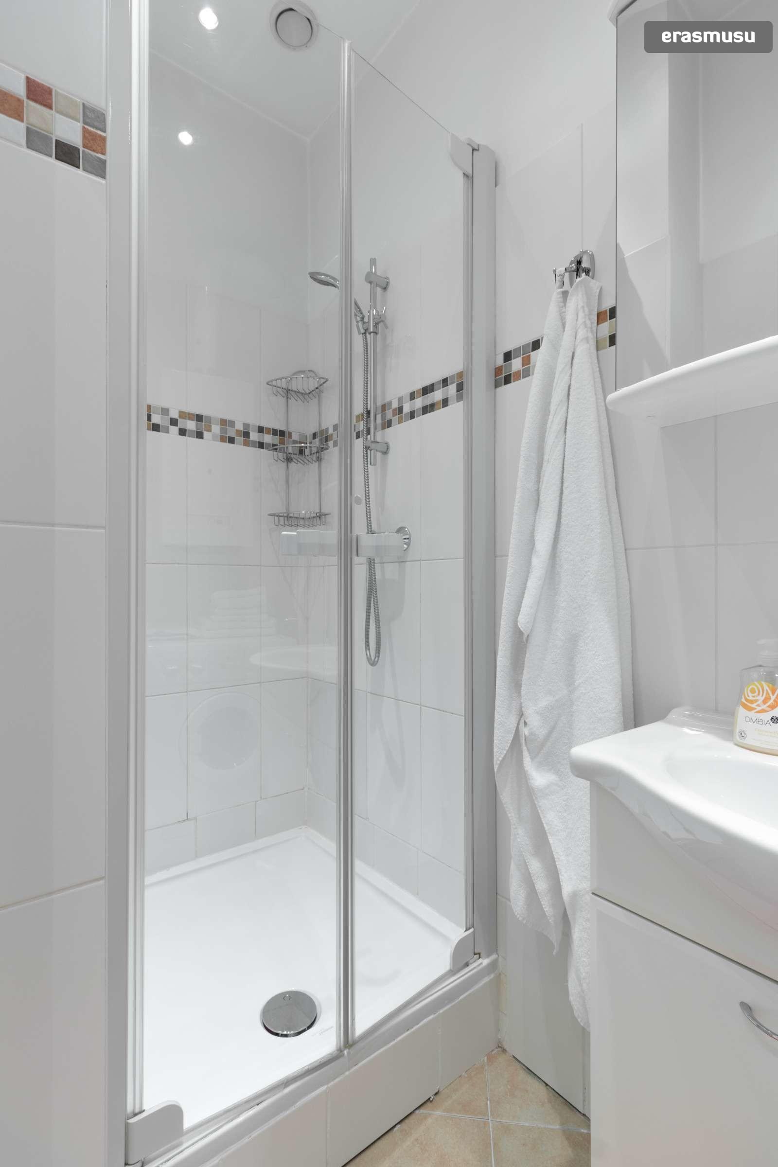 sunny-studio-apartment-rent-near-bohemian-prater-favoriten-b522c