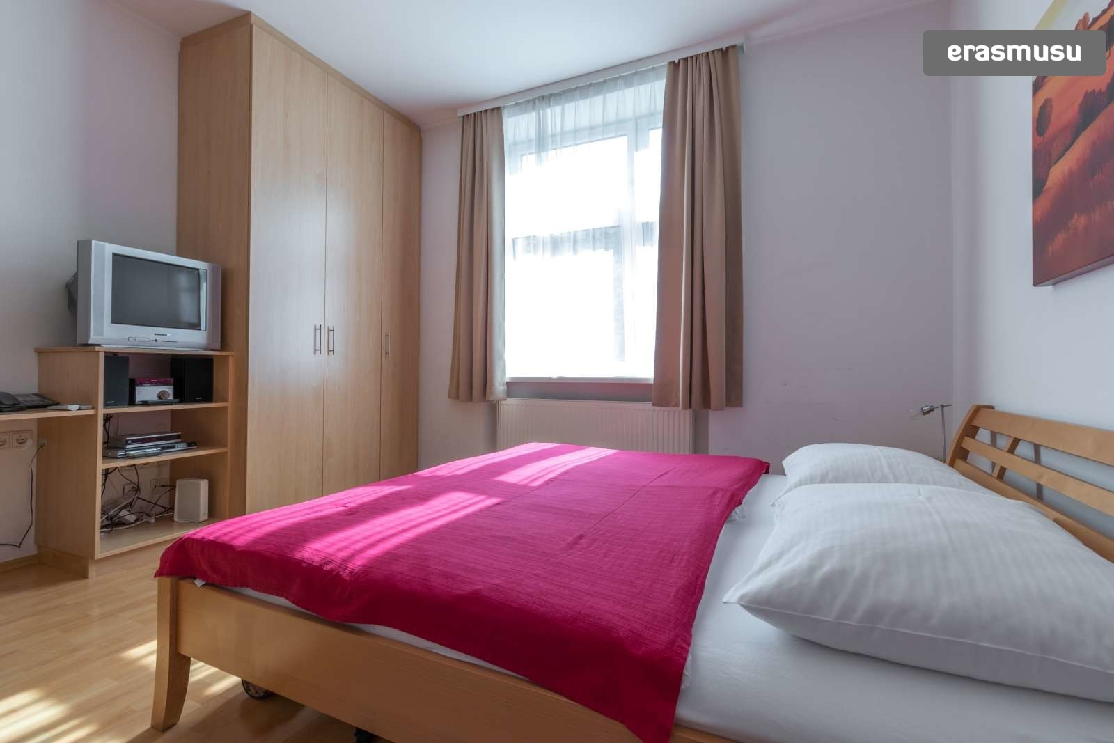sunny-studio-apartment-rent-near-bohemian-prater-favoriten-cc3e4