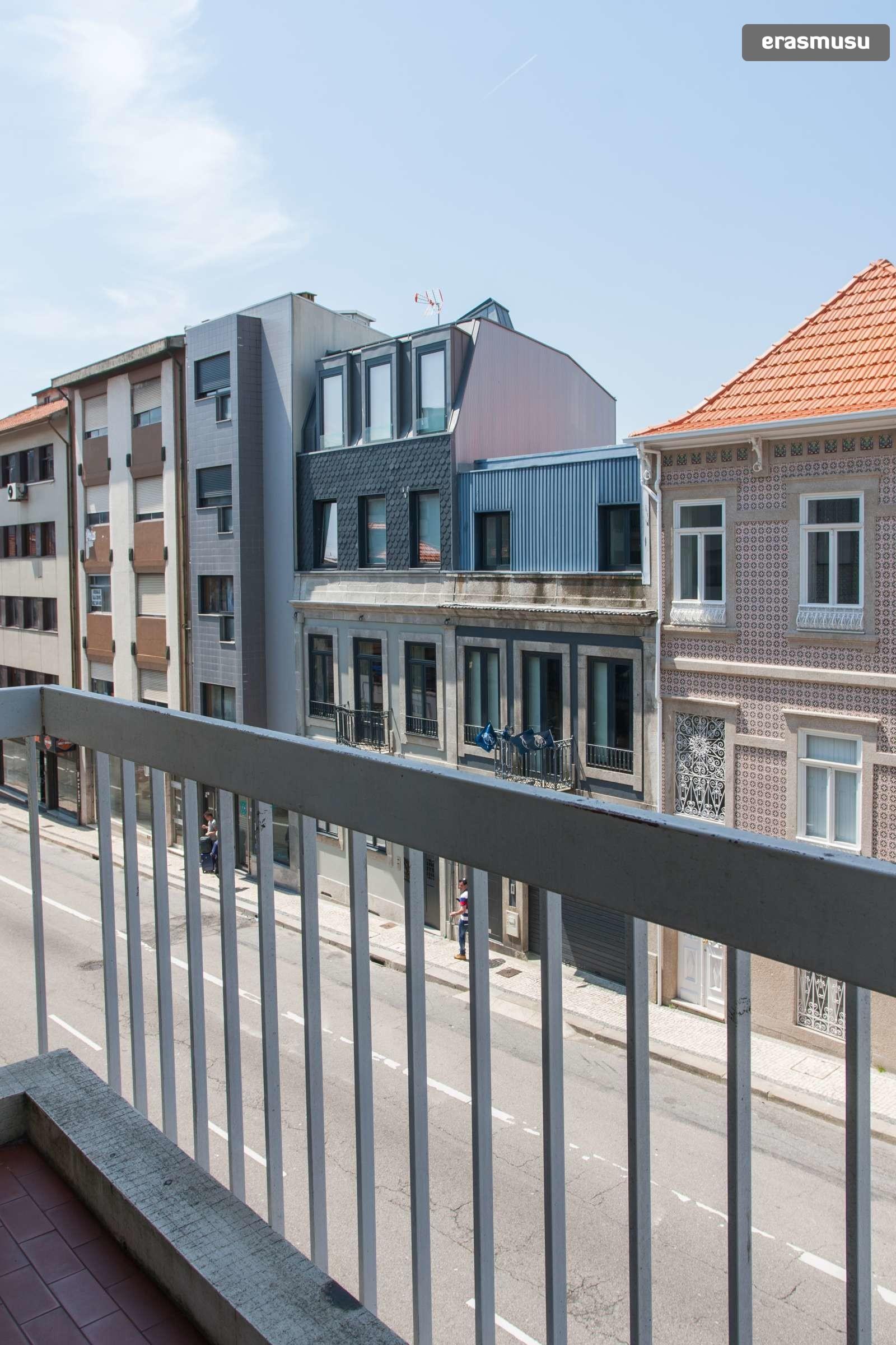 sunny-studio-balcony-rent-santo-ildefonso-3e7247793de95de1711281