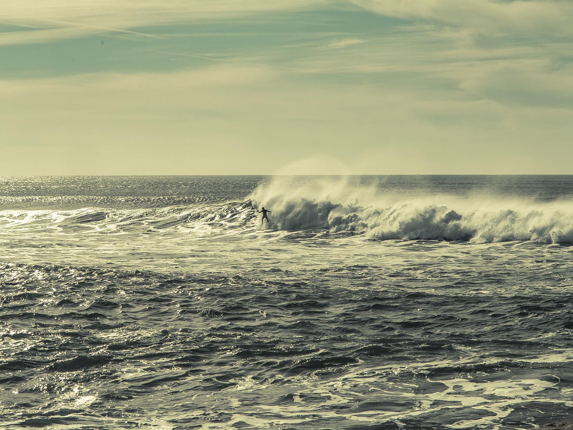 surfing-lisbon-34fd1efe1b6970c7bd1f3244d