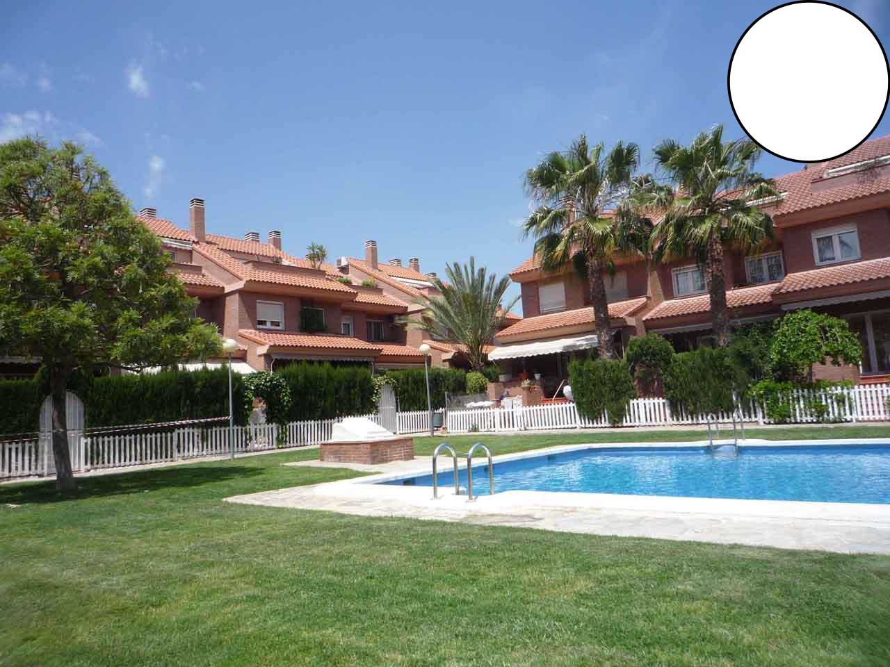 The amazing Mzk-House with pool, BBQ and very good connection by