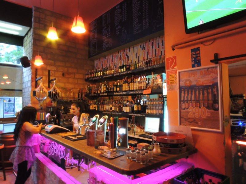 the-best-bars-erasmus-students-059653305