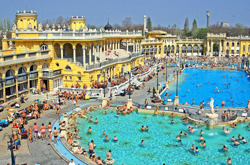 the-best-thermal-baths-budapest-16e9e935