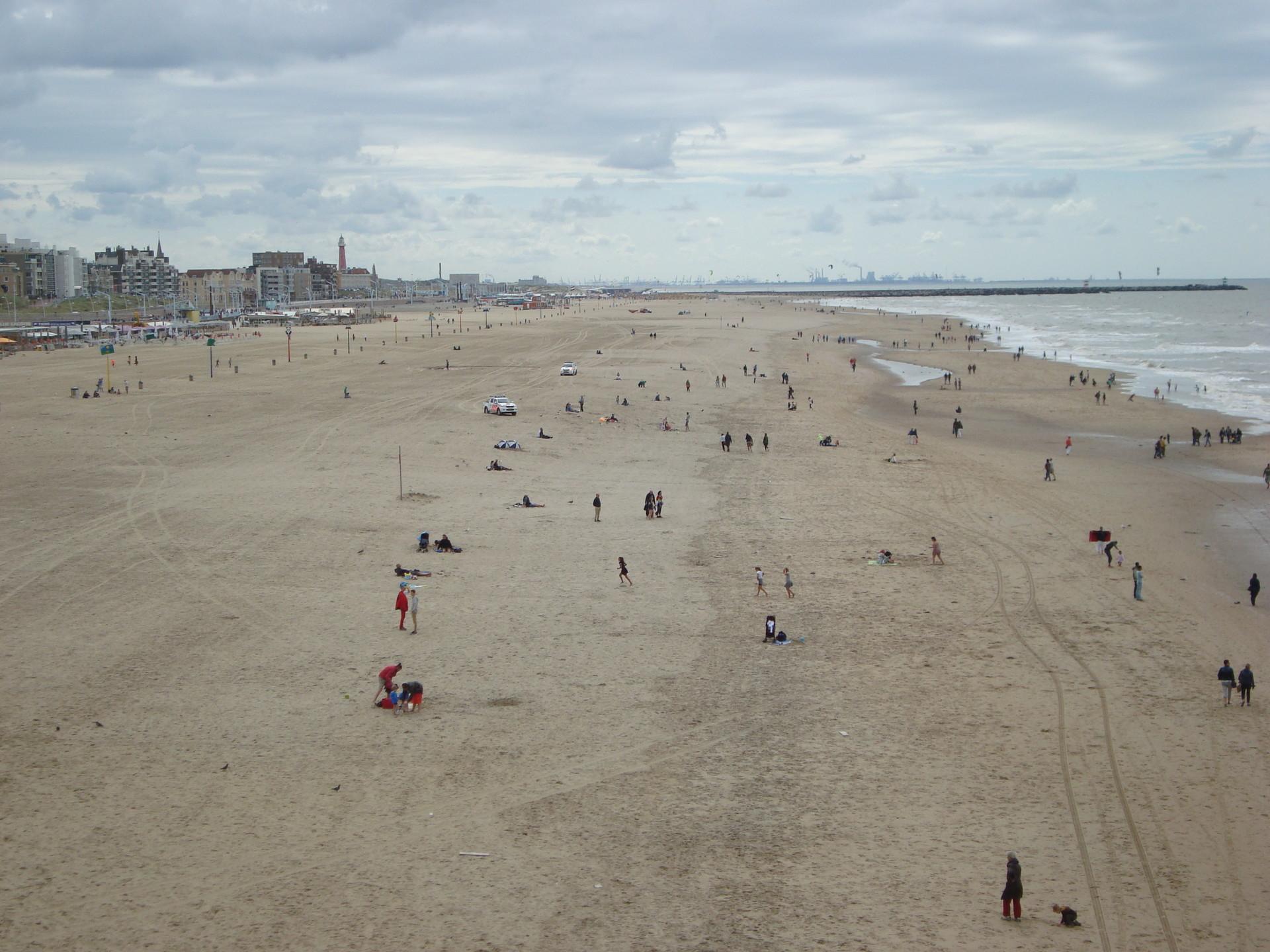 the-hague-beach-45e6f1ae7134bf7bbd26d691