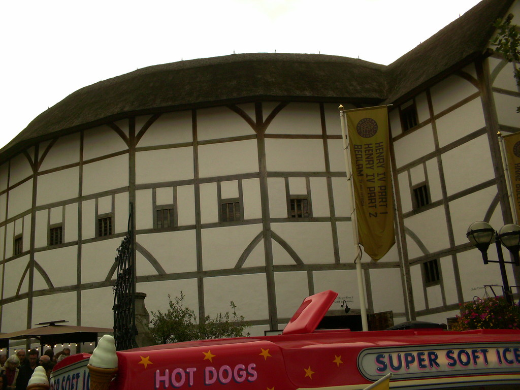 the-round-shakespeares-globe-theatre-017