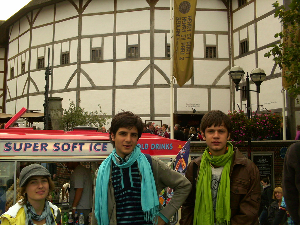 the-round-shakespeares-globe-theatre-25f