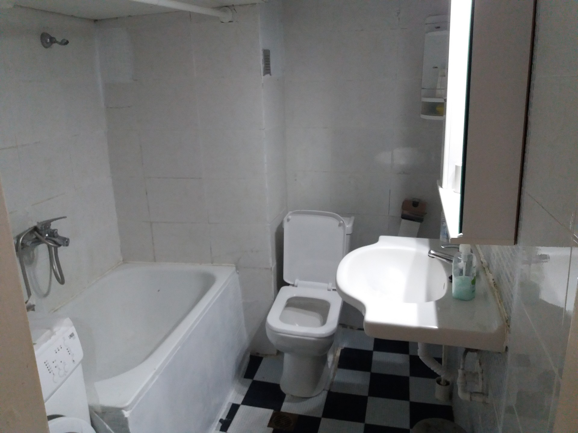 Thessaloniki centre at Agios Dimitrios. For rent room in shared
