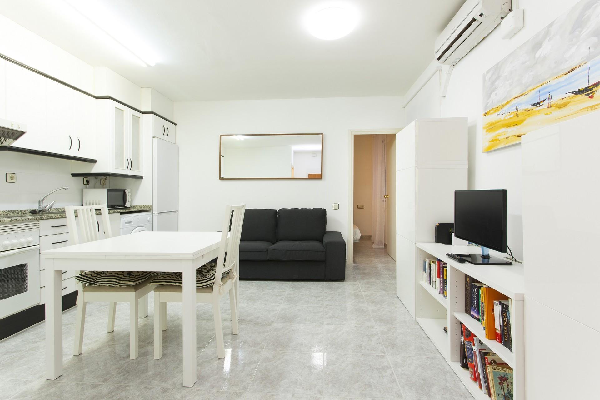 Top location city centre el born close to the beach flat rent barcelona for Living room city center barcelona