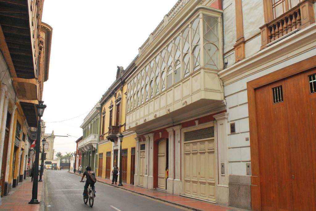 Tour de balcones de lima ciudad del cielo blog erasmus - Balcones cerrados ...