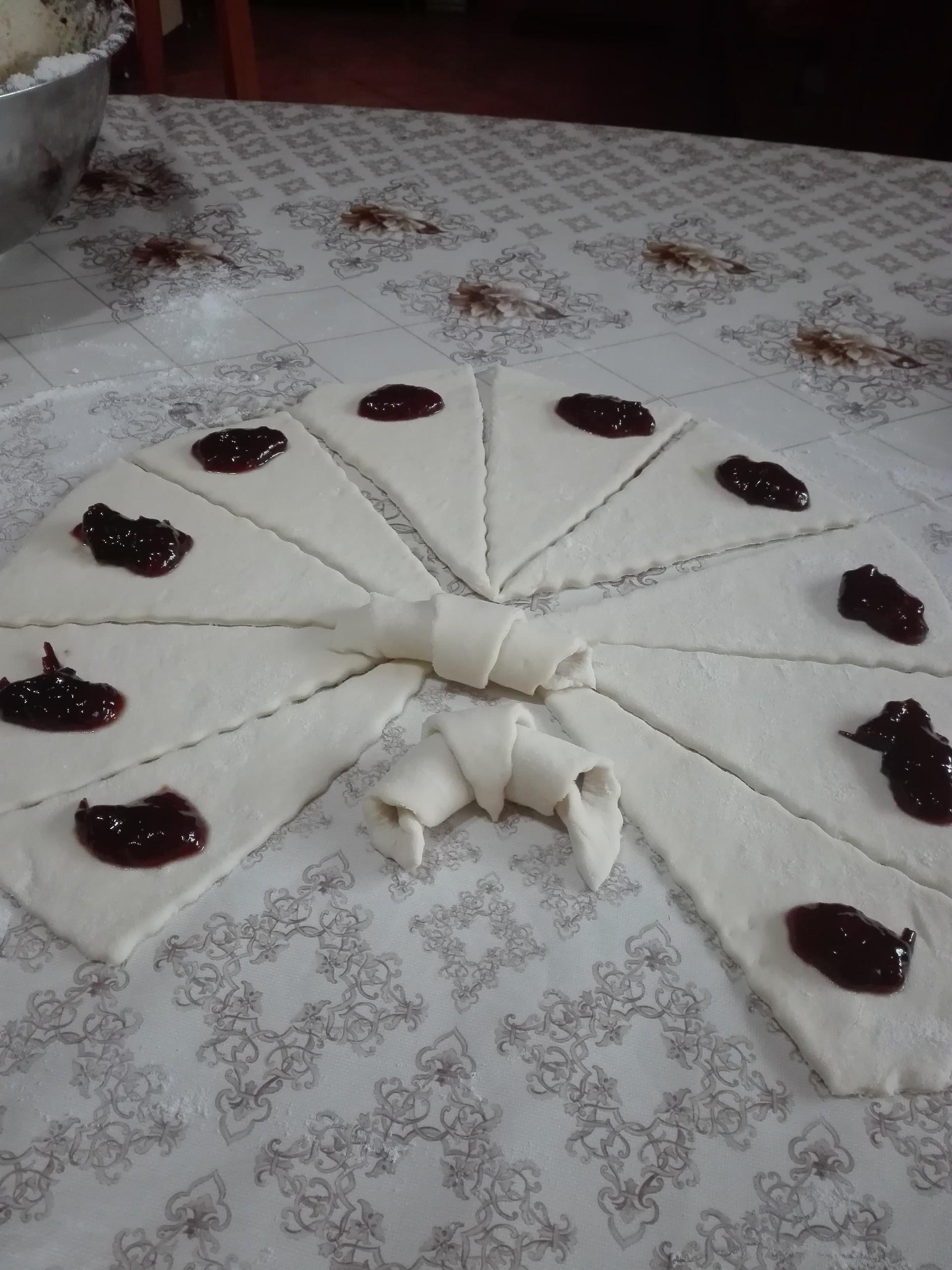 traditional-romanian-pastries-cornulee-9