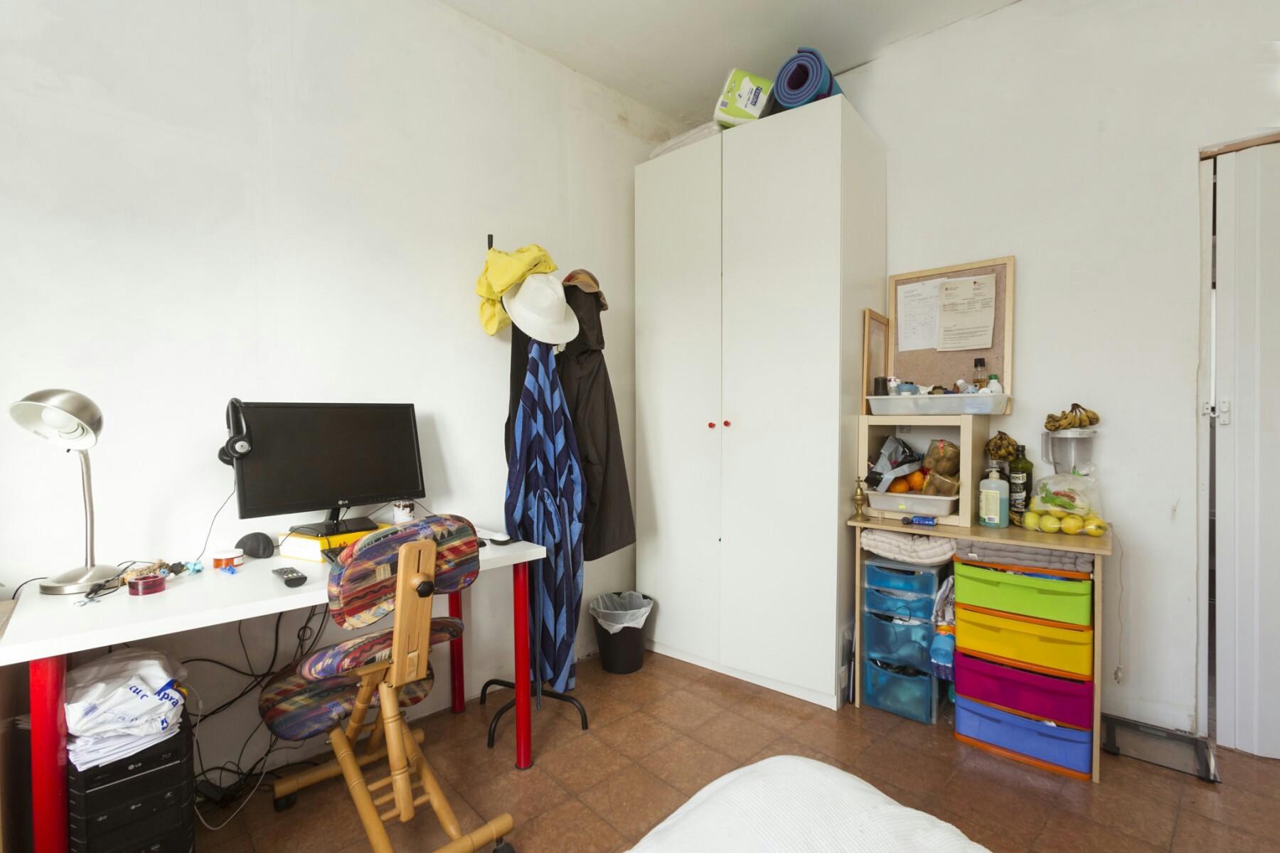 Tranquila y soleada habitacion amplia en piso renovado for Habitacion 73 barcelona