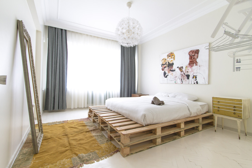 Trendy Apt With 2 Rooms For Rent In Taksim Beyoglu