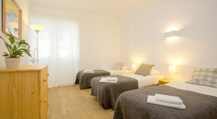 triple-room-twin-private-options-center-ericeira-ee48d97f3419a006fe733540e6013105