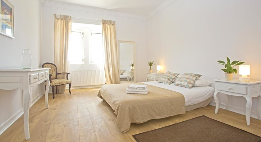 twindouble-rooms-private-options-center-ericeira-41b384fafc6d4645edc8e7bdb65c42af