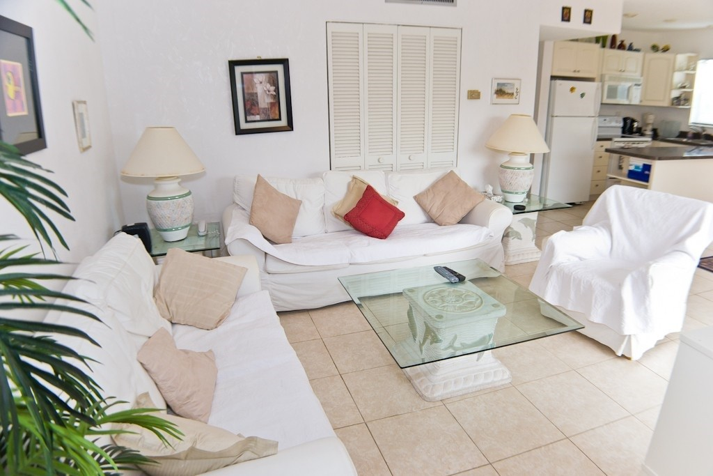 two-bedrooms-furnished-sir-john-young-crescent-7894093ead21e49b40dd0b2debc98657