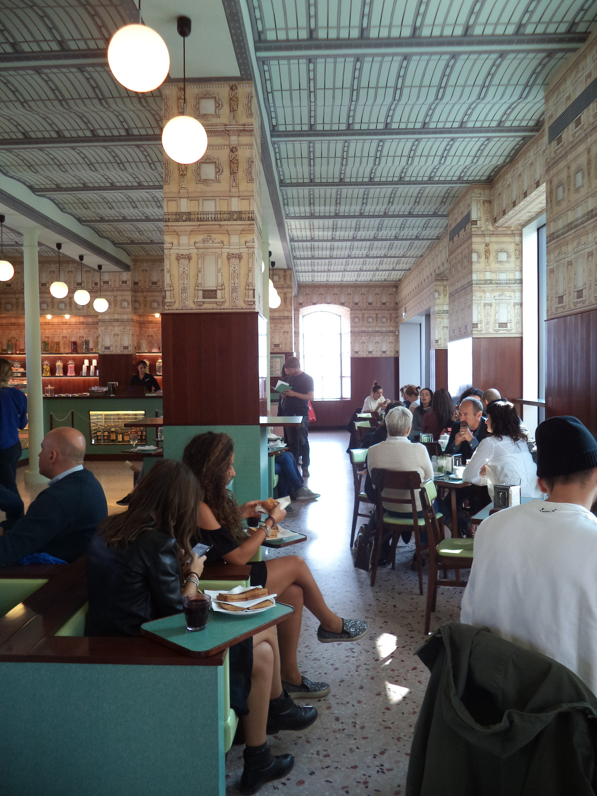 Um bar original na Fondazione Prada!