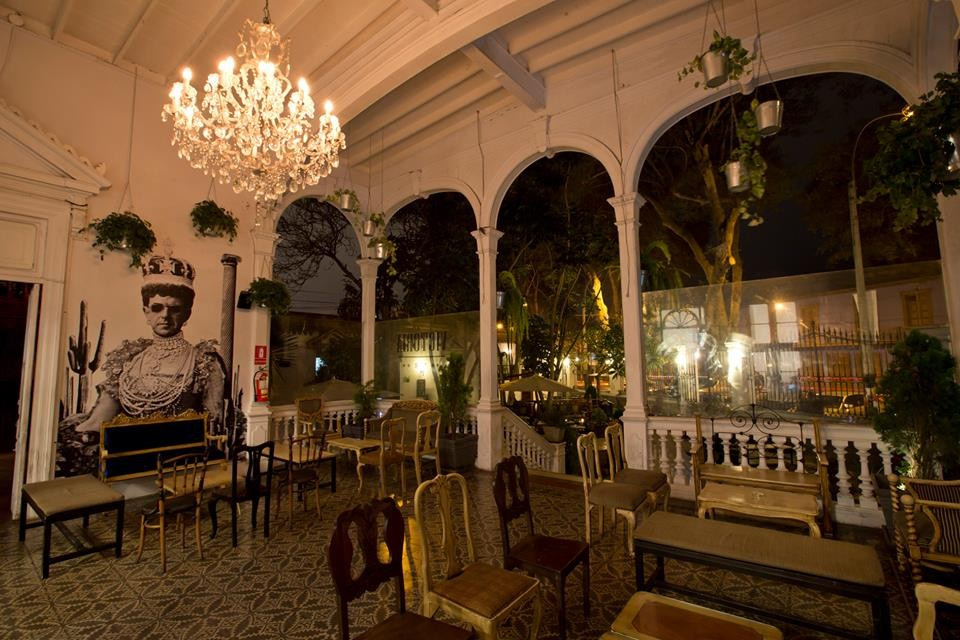 un-bar-chic-barranco-d7854a3821d5c9435bb