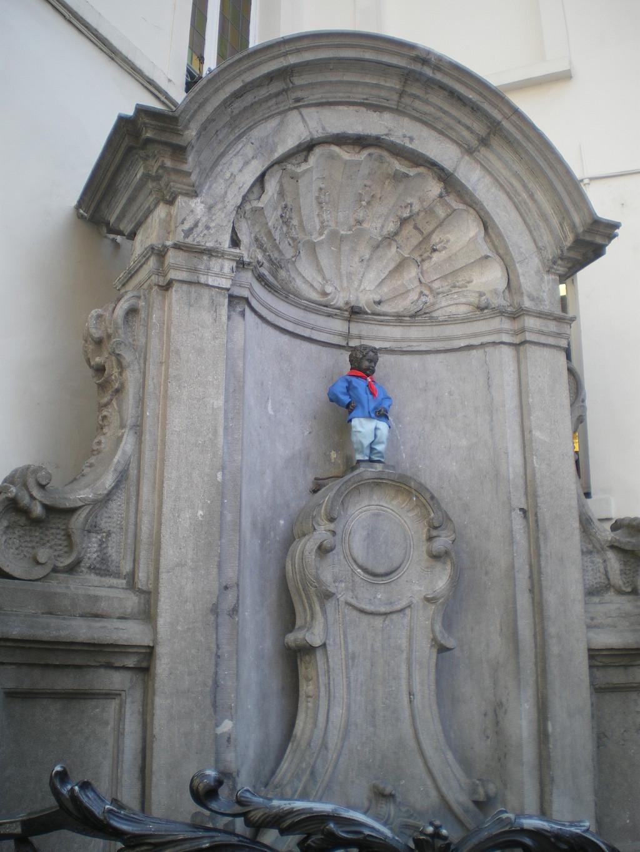 una-estatua-curiosa-1e9b29cbc5ce0da6464e