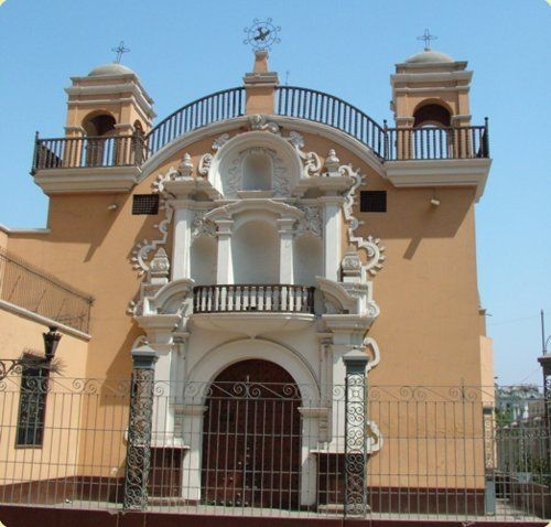 una-iglesia-pequena-lima-4f4bd271f865395