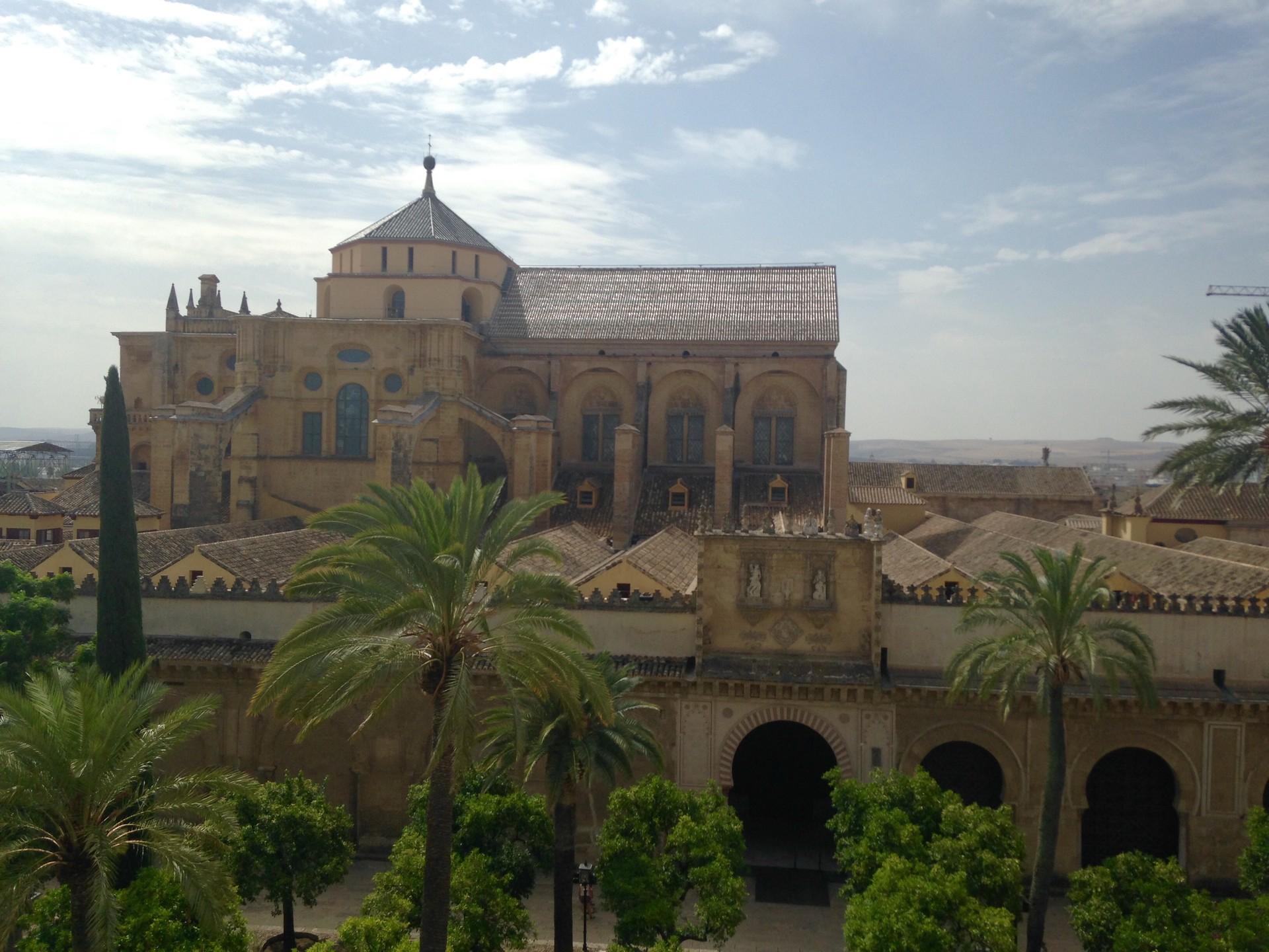 una-moschea-cattedrale-nello-posto-be540