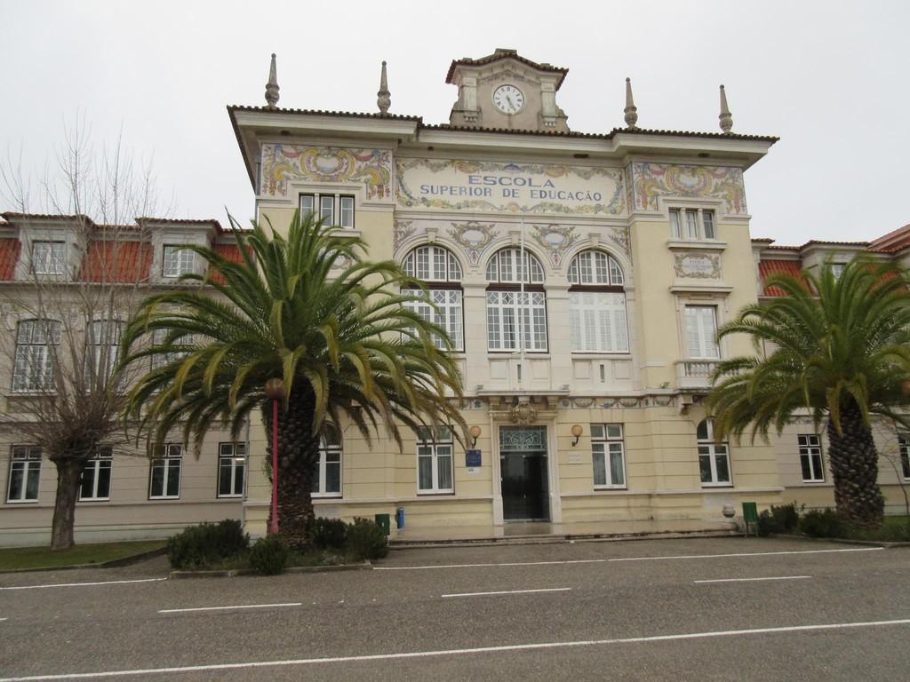 university-mansion-a9e6c7f9d58aa4c1f0fff