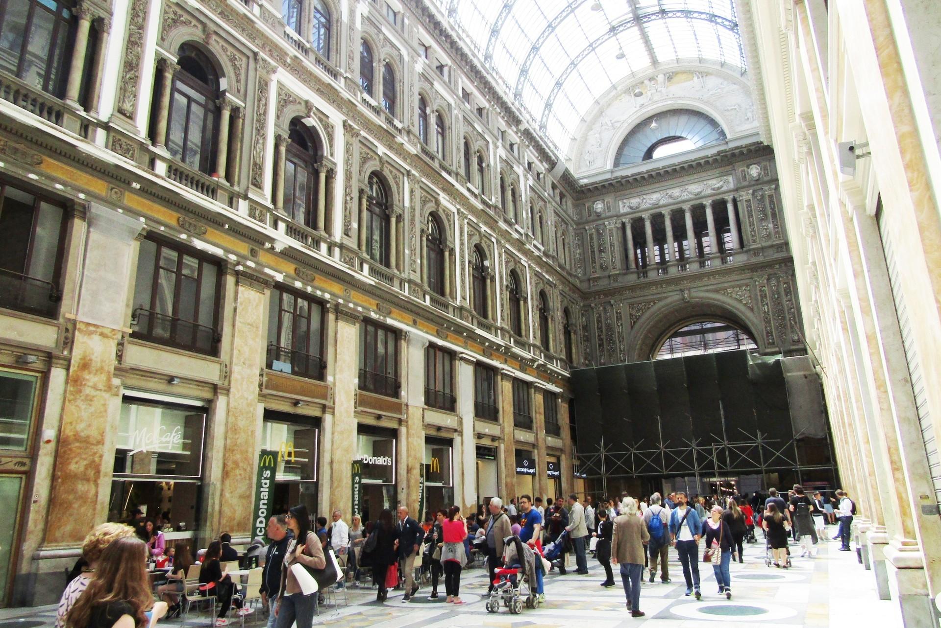 Vai a Napoli e poi muori: La ciudad de colores