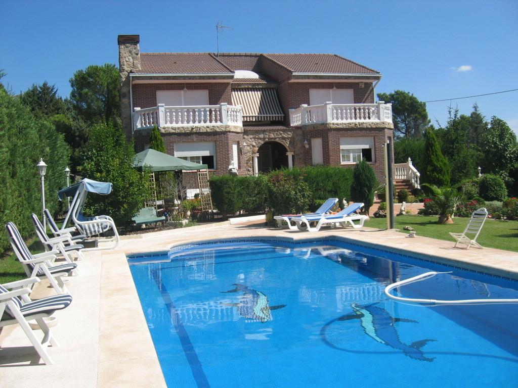 Chalet independiente a 20 min de madrid alquiler - Chalet con piscina ...