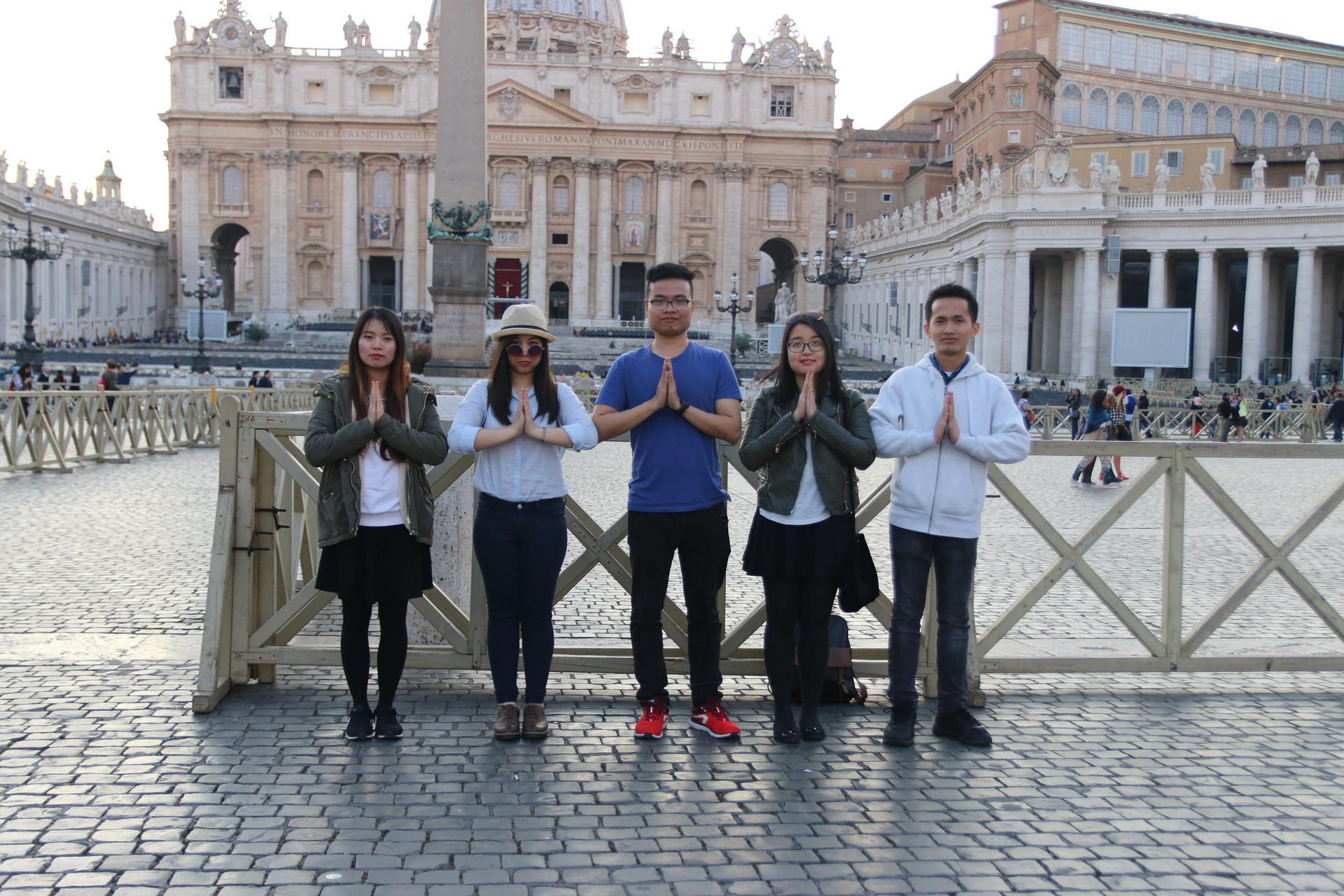 vatican-friends-00effa3ffbb44d260831f5b9