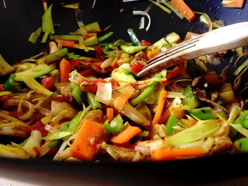 ensalada con vegetales salteados