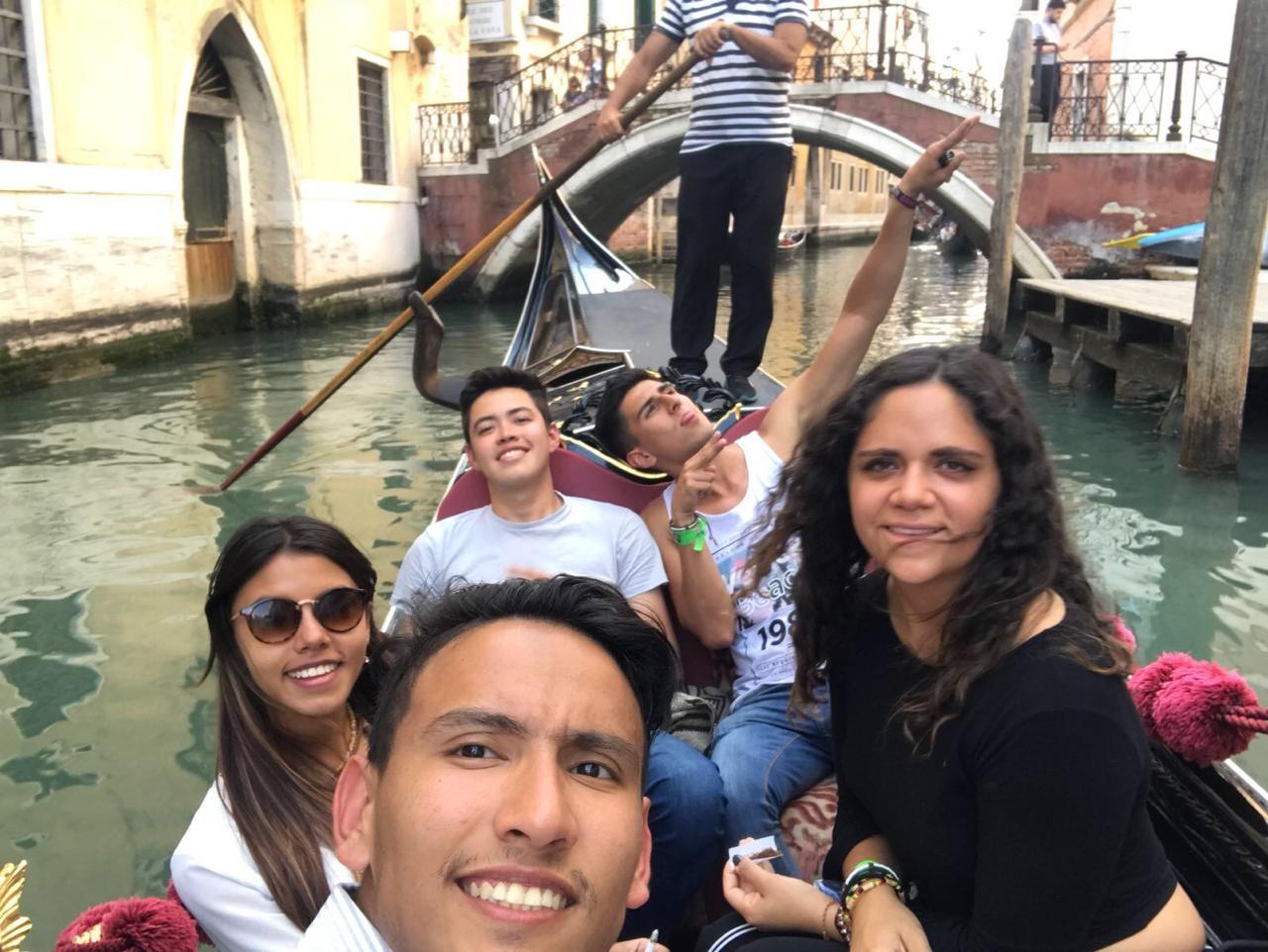 venecia-gondolas-magia-09c064ce0baadba24