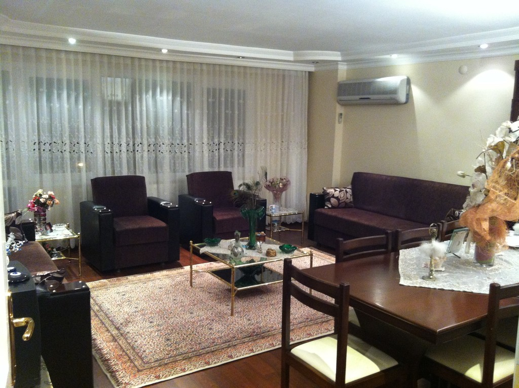 Very central 3 bedroom and 1 living room fully furnished for Furnished room