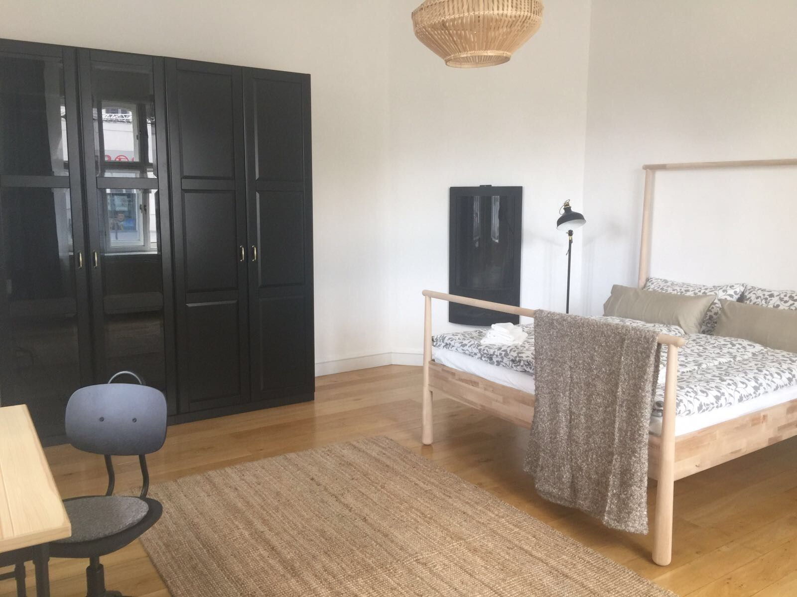 very-large-room-newly-furnished-apartment-central-munich-297e73f3b05ddb08f502fea96347f8f9