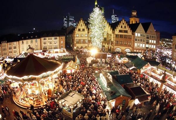 vienna-christmas-market-5d03561073a1e415