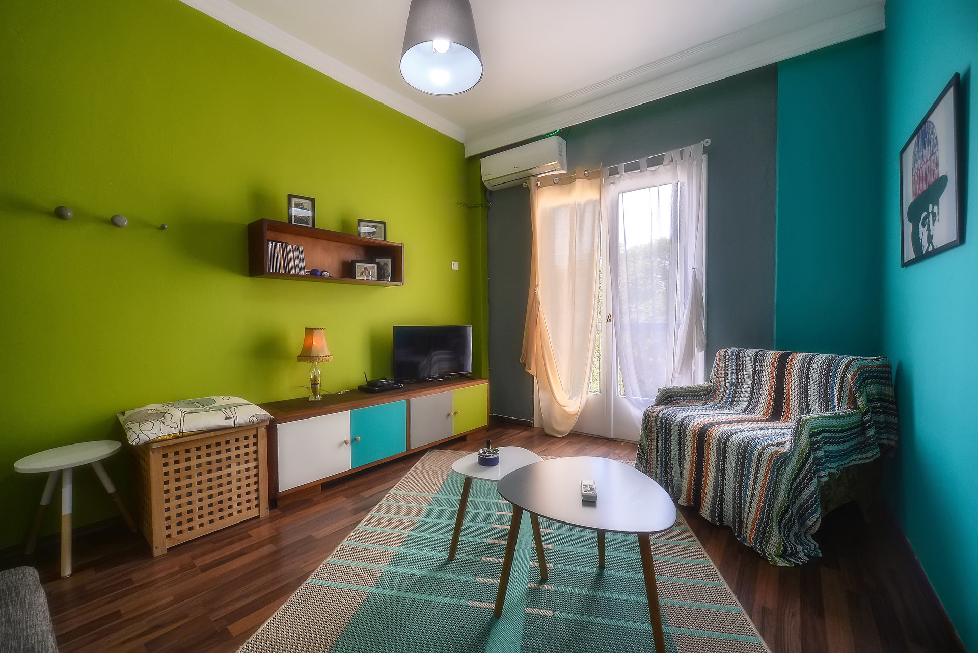vintage-apartment-downtown-8ded8bce9962955709937bb97c3366b7