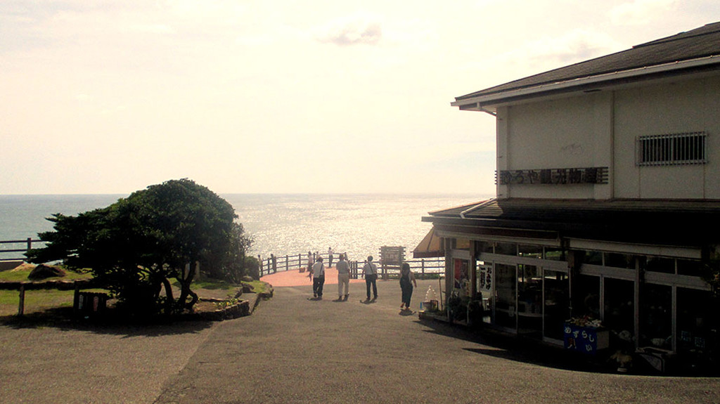 visiting-amazing-shirahama-sandenbeki-cl