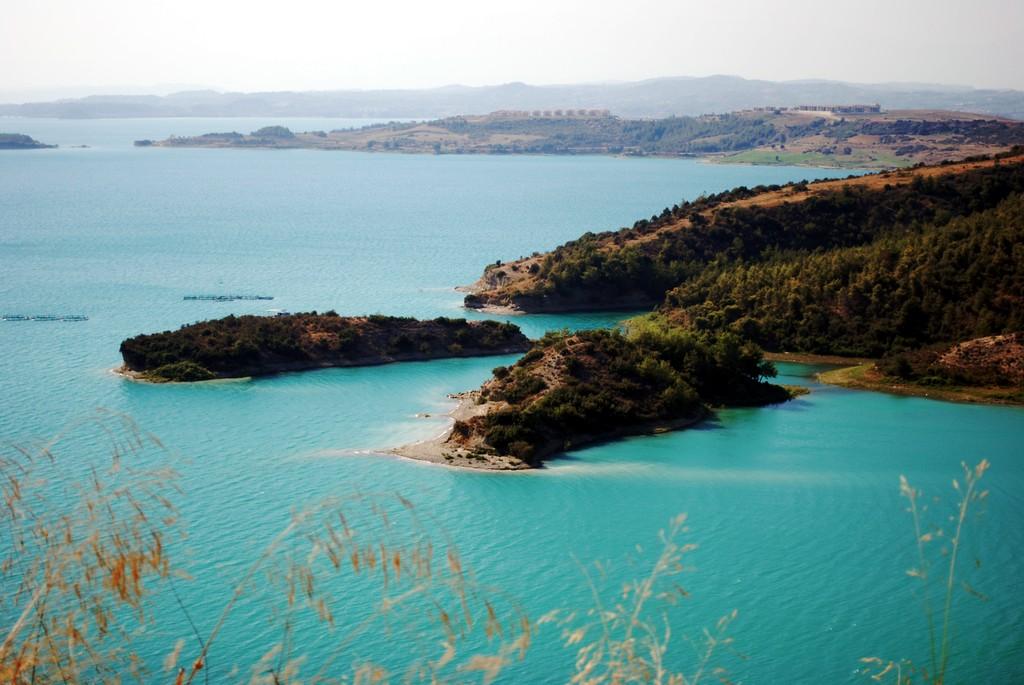 Vistas de la presa de Seyhan (Adana, Turquía)