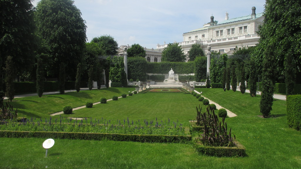 Volksgarten - Enjoying one of the big parks in the center