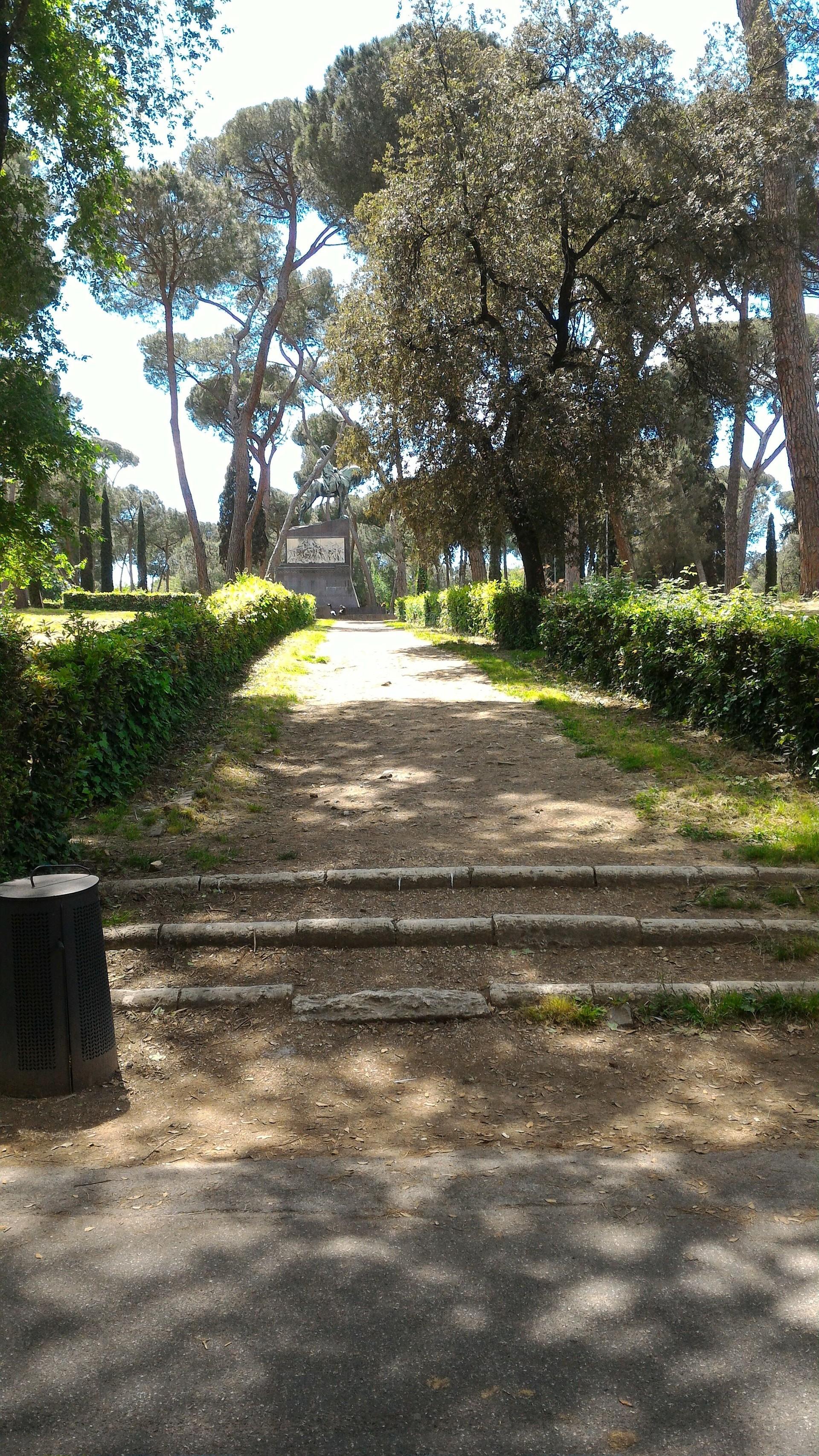 walking-rome-5d70b3a692028e3c677a8475b5b