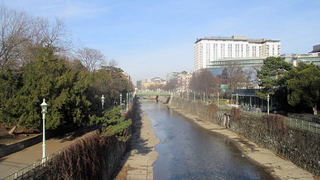 Walking through the Stadtpark