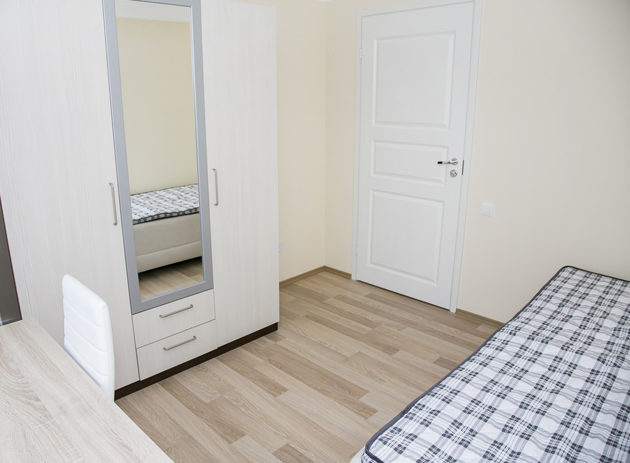 Welcoming room in 6-room apartment in the City Center