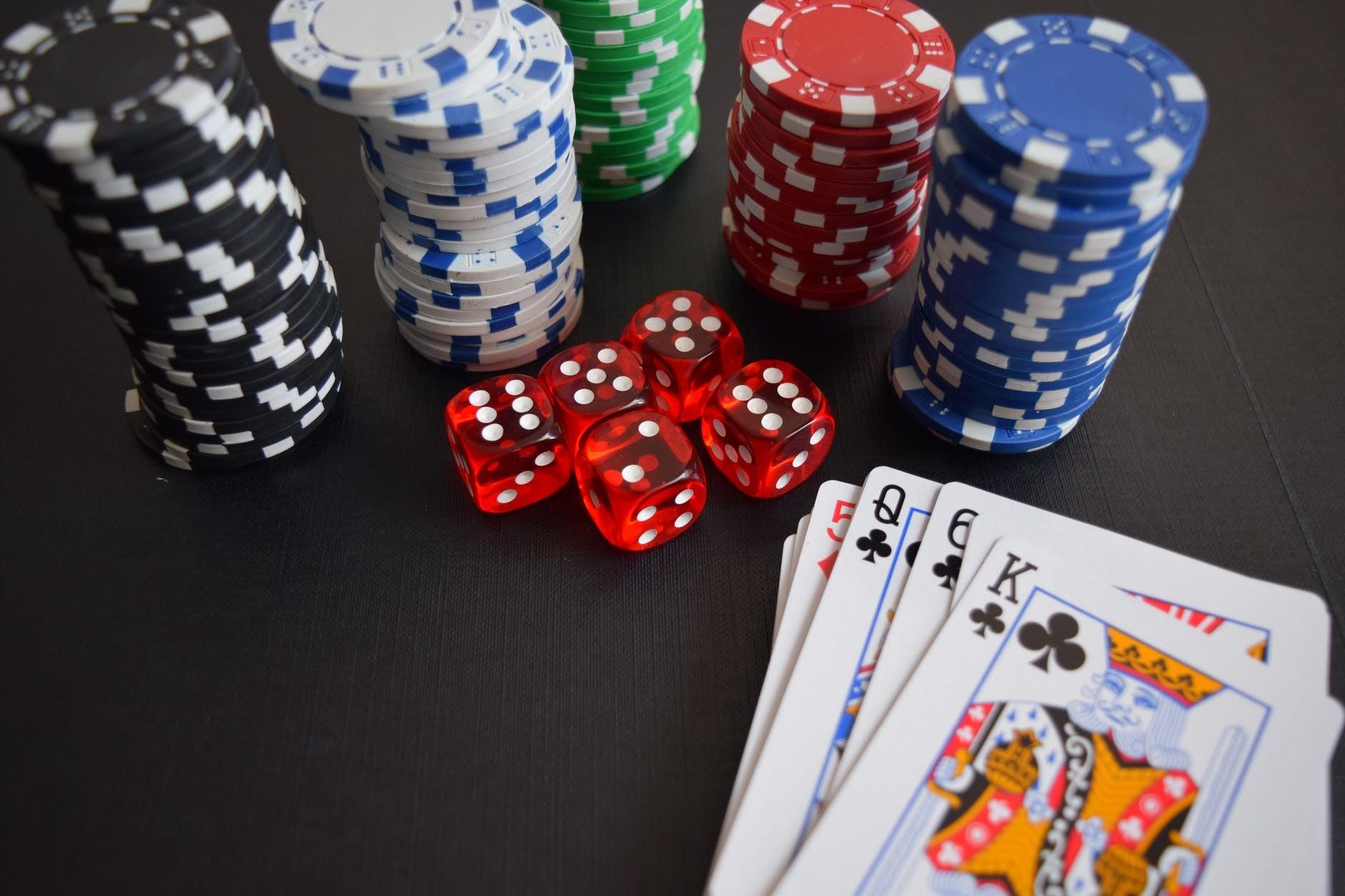 wie-online-glucksspiel-funktioniert-8643f8130ecda87979335ba26b4acd2a.jpg