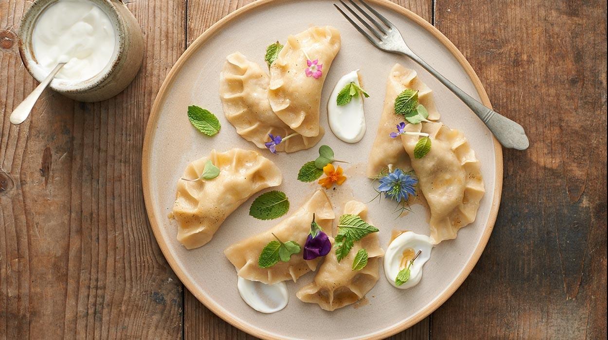 Zasmakuj tradycyjnej polskiej kuchni: pierogi
